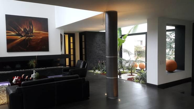 Area social.: Jardines de estilo  por Camilo Pulido Arquitectos