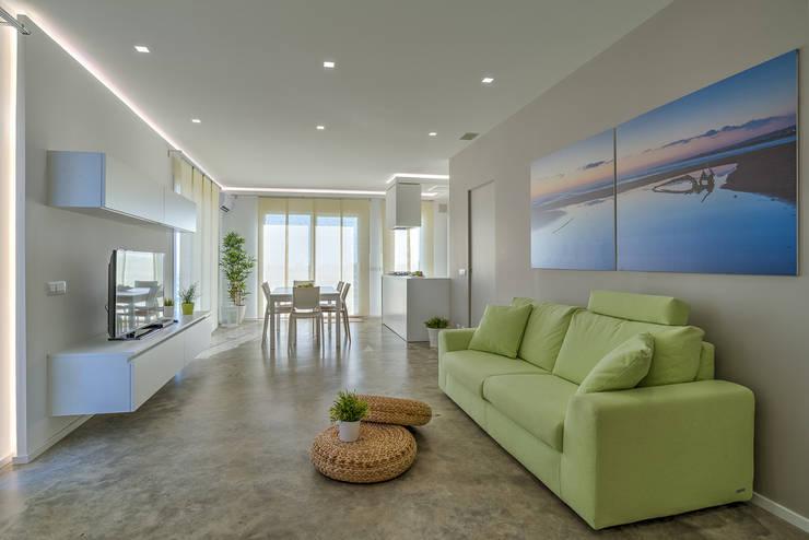 Ruang Keluarga by DFG Architetti