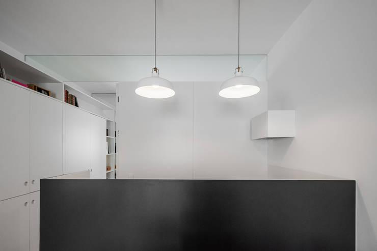 Apartamento AB9: Cozinhas  por FMO ARCHITECTURE