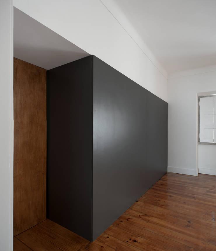 Apartamento ST: Salas de jantar  por FMO ARCHITECTURE