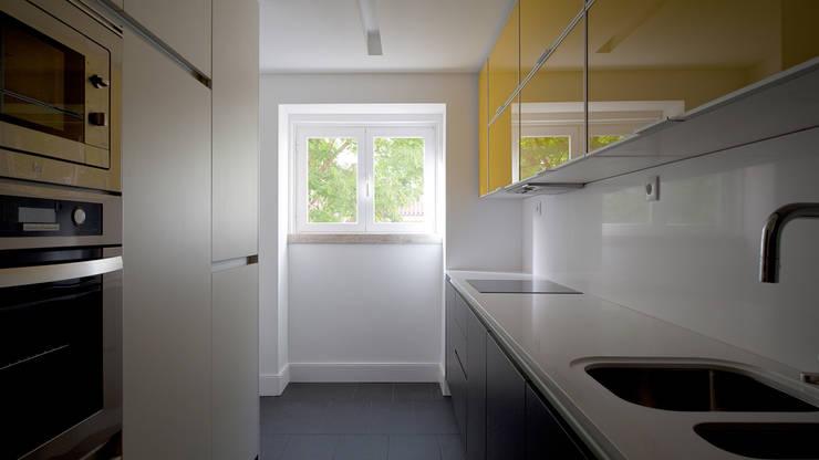 Apartamento ST: Cozinhas  por FMO ARCHITECTURE