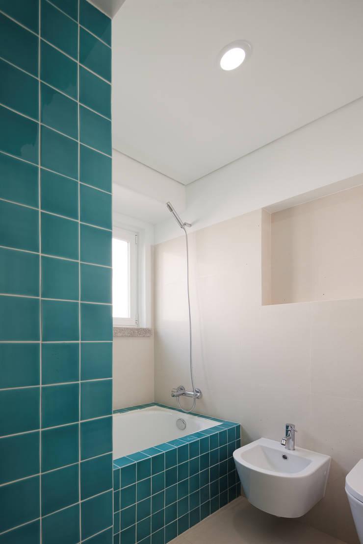 Apartamento ST: Casas de banho  por FMO ARCHITECTURE