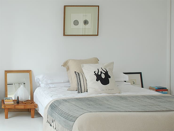 minimalistic Bedroom by Deirdre Renniers Interior Design