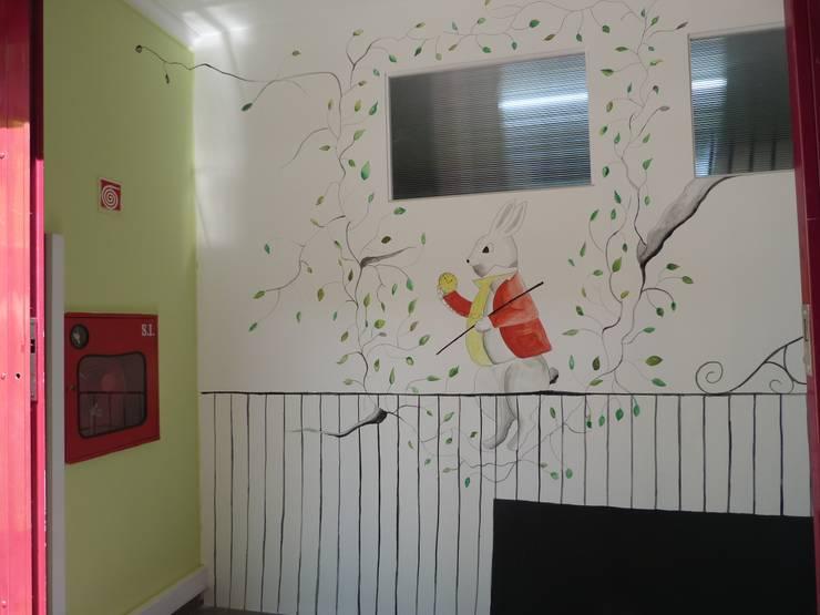 Alice no País das Maravilhas: Escolas  por PedaçosD'Arte