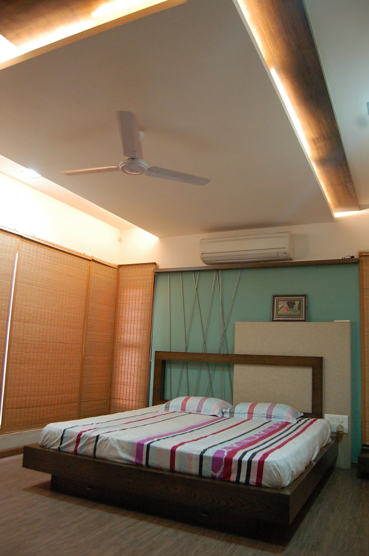 Residence :  Bedroom by AM Associates,Modern Wood Wood effect
