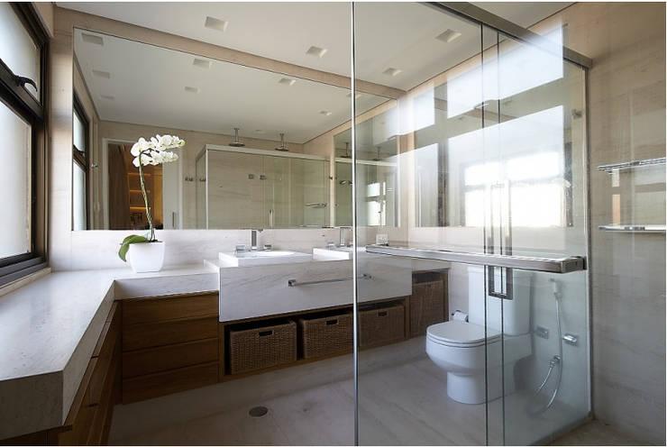 A escolha do tipo de rocha: Banheiro  por Macedo & Covolo
