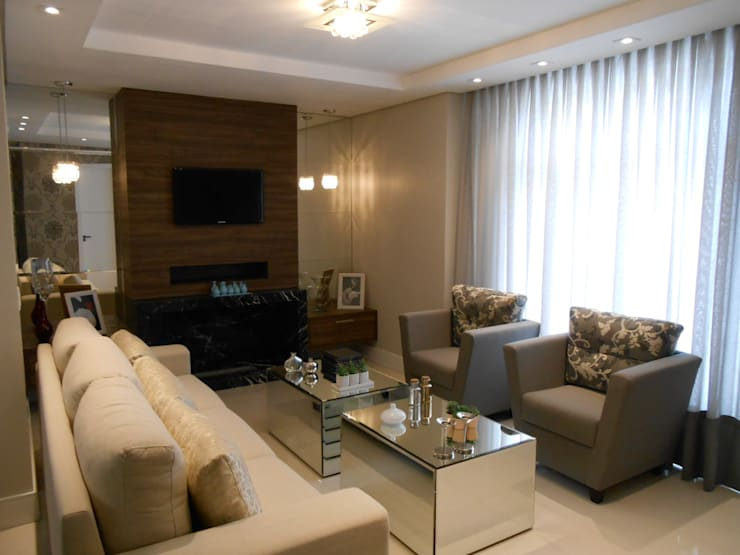 Living room by Mariana Von Kruger Emme Interiores