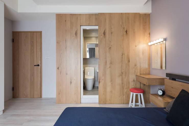 台中福雅路:  臥室 by 思維空間設計