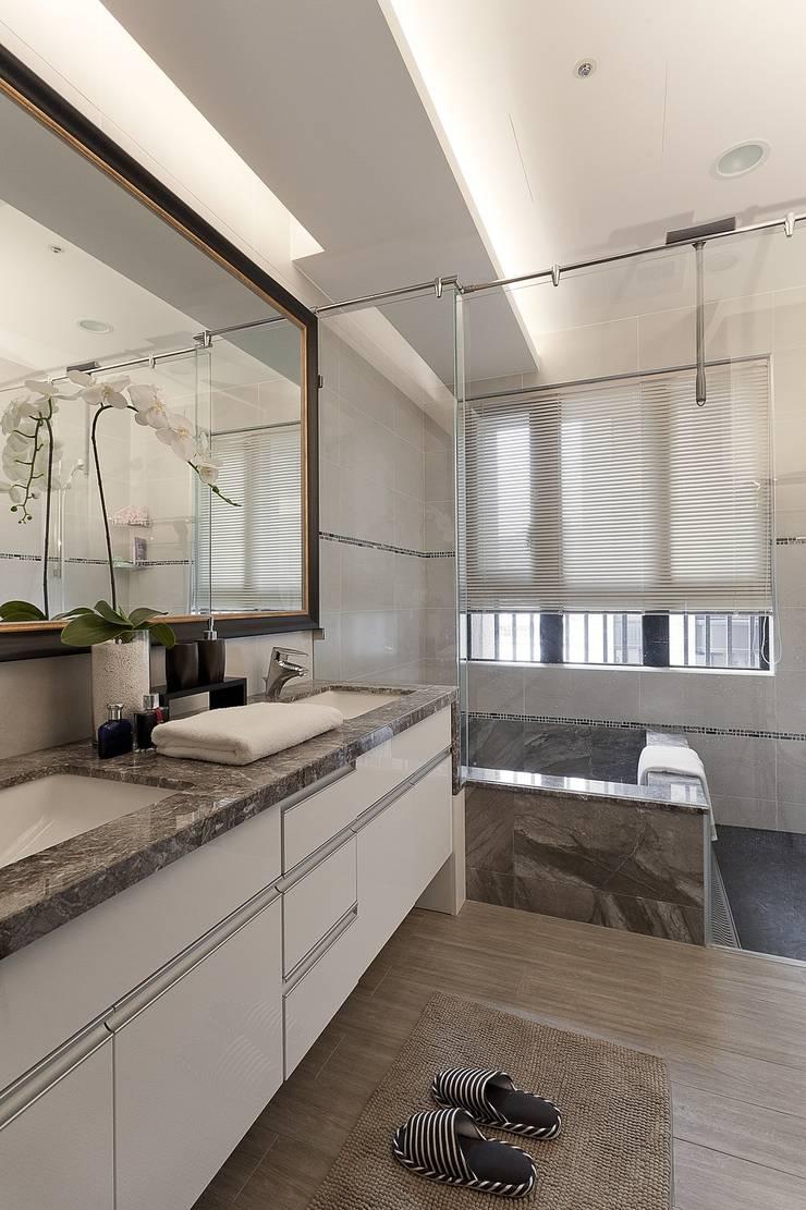 主臥浴室:  浴室 by Green Leaf Interior青葉室內設計