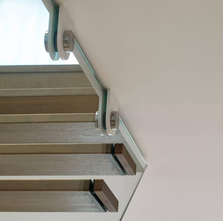 'Zwevende' designtrappen in statig herenhuis:  Gang en hal door EeStairs | Stairs and balustrades