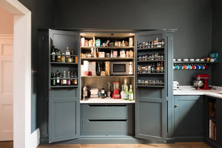 The Bloomsbury WC1 Kitchen by deVOL:  Kitchen by deVOL Kitchens