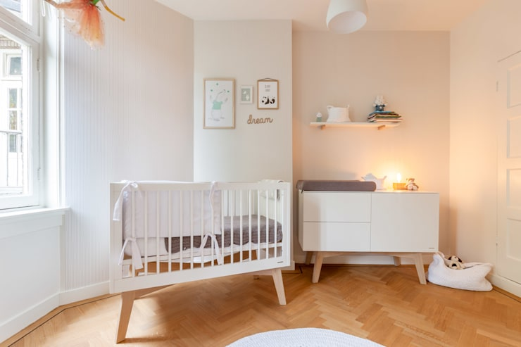 Nursery/kid's room by Aangenaam Interieuradvies, Modern