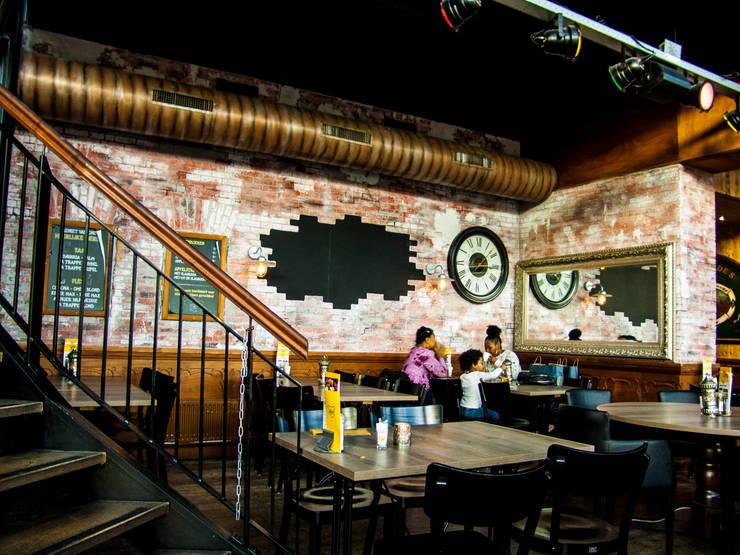 Industriële bakstenen muur in cafetaria 'De Beren' Almere:   door StonePress, Industrieel
