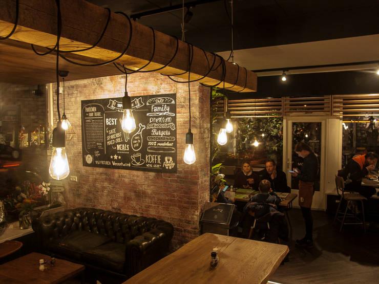 Industriële bakstenen muur in cafetaria 'family treffers':  Muren & vloeren door StonePress