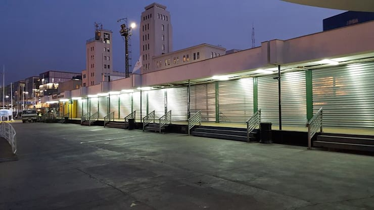 Cortinas Metálicas Automatizadas : Centros Comerciales de estilo  por SoloCortinasVM