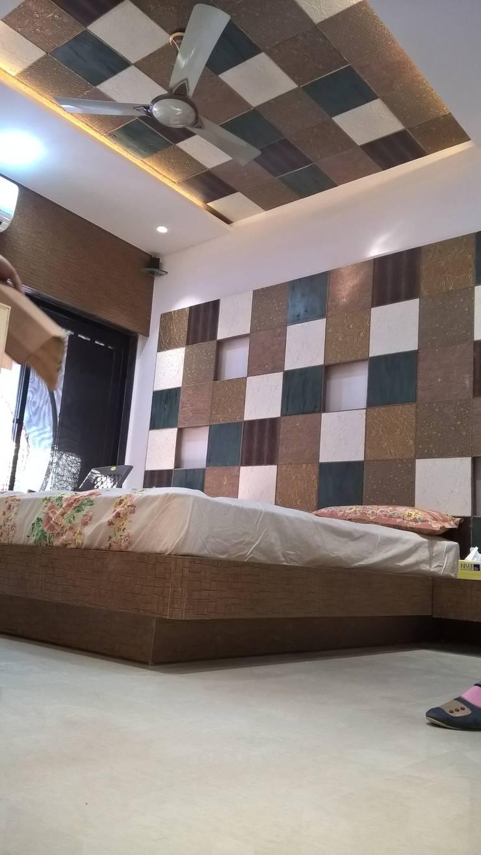 Mordern master bedeoom:  Bedroom by i'studio creative