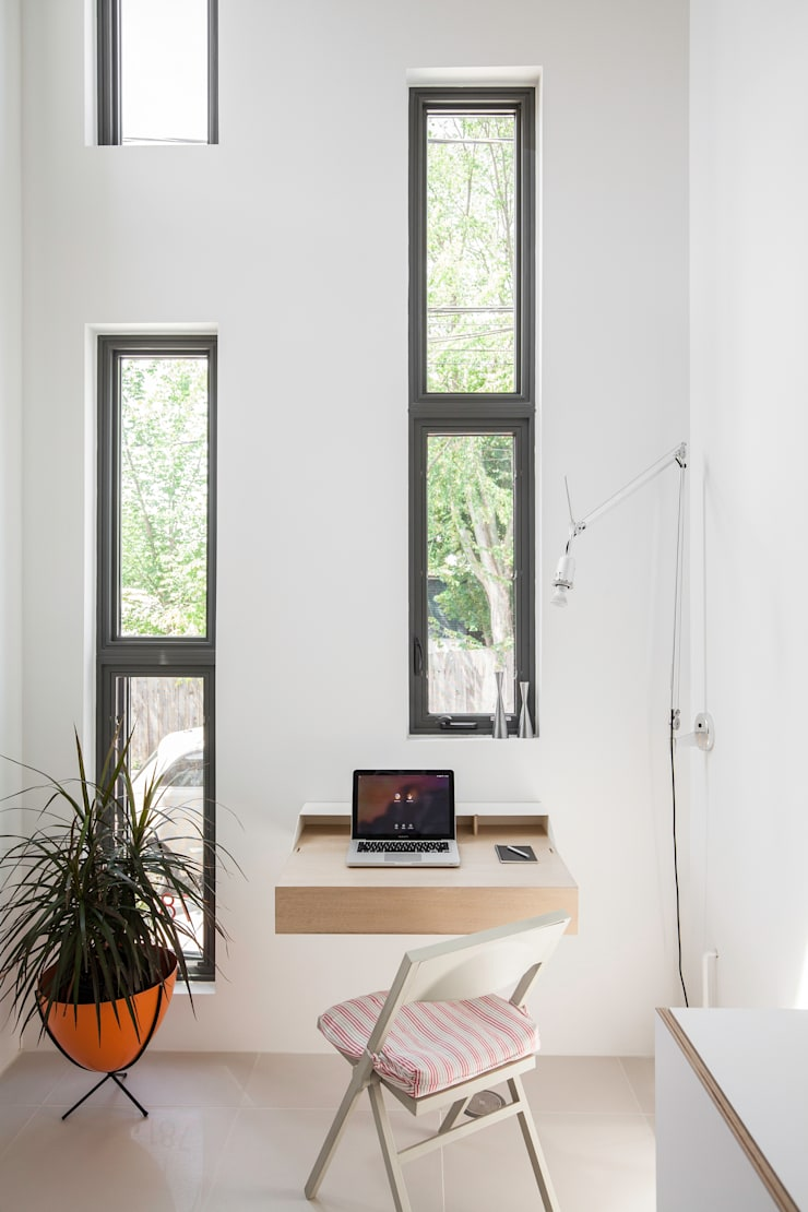 Mini Craven: minimalistic Study/office by Linebox Studio