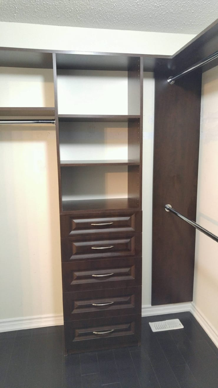 Cuartos de estilo  por Space Age Custom Closets & Cabinetry,