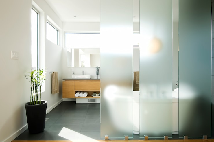 Fold Place:  Bathroom by Linebox Studio