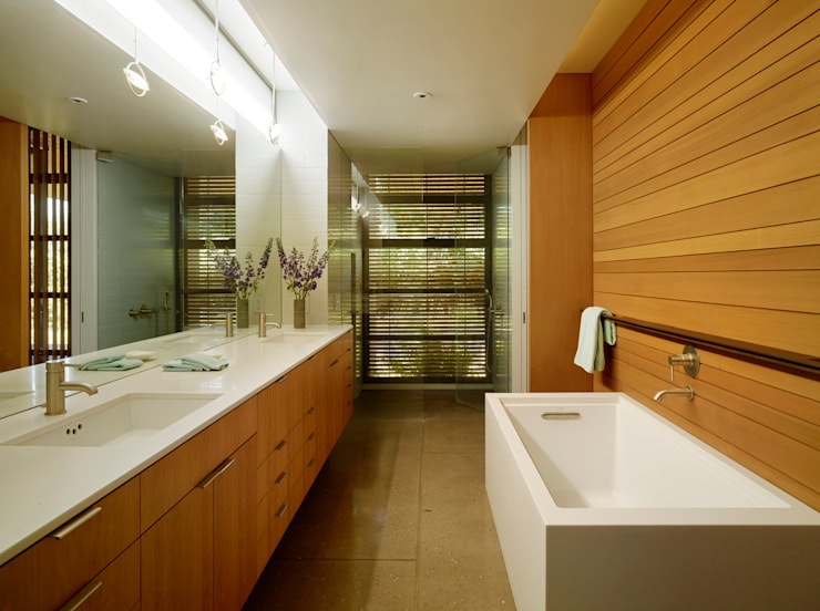 Stanford Residence:  Bathroom by Aidlin Darling Design