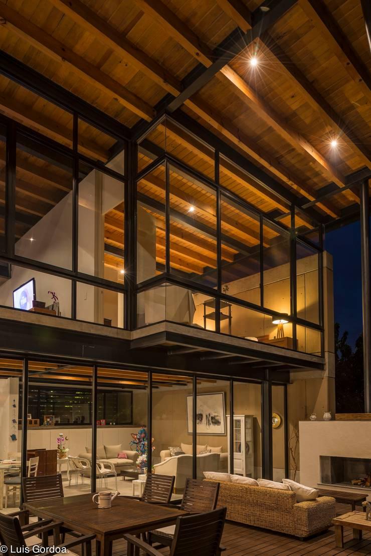 Techo de madera Casas modernas de arquitecturalternativa Moderno