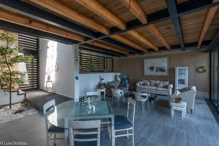 Sala comedor Comedores modernos de arquitecturalternativa Moderno
