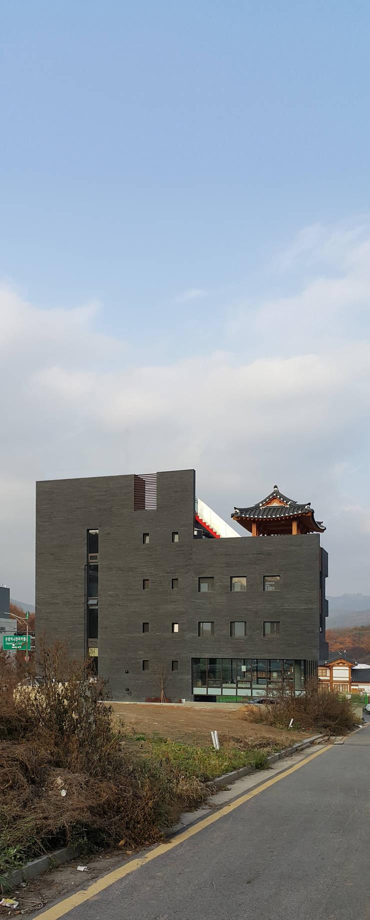 1인(은평 근린생활시설): 모노그래프의  주택,