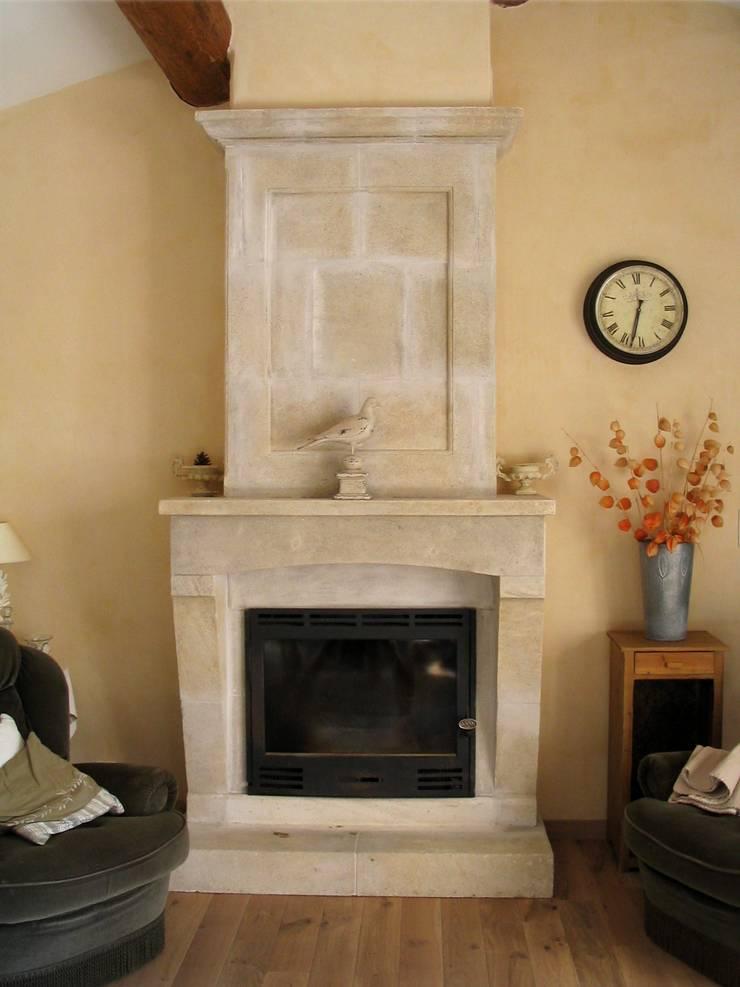 Foyer L Ensouleiado Salon De Provence : Habillage de cheminée en pierre taille par provence