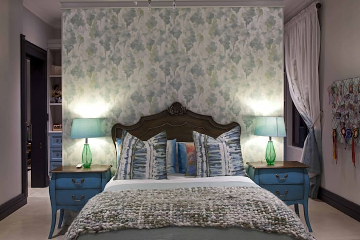 Equestrian farm house:  Bedroom by House of Decor