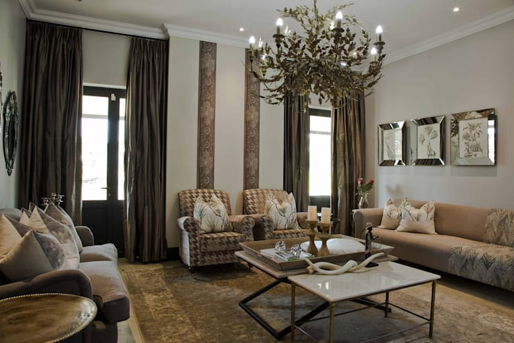 Equestrian farm house:  Living room by House of Decor