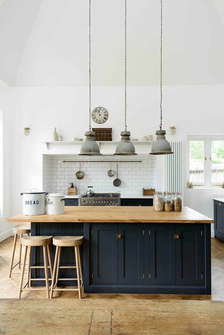 The Arts And Crafts Kent Kitchen By Devol من تنفيذ Devol