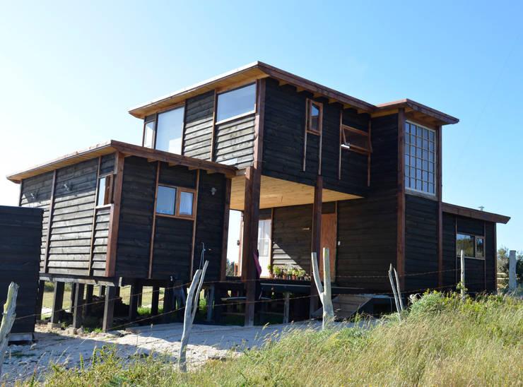 CASA AF: Casas de estilo rústico por BLAC arquitectos
