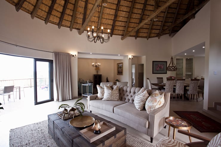 African dream:  Living room by House of Decor, Classic