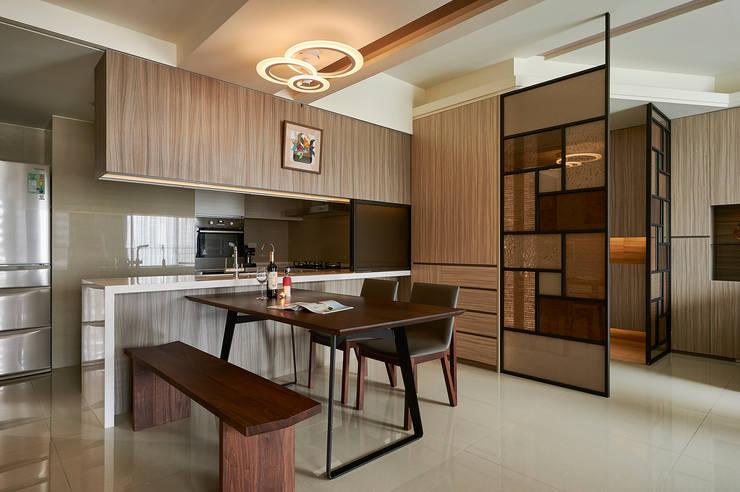 Cucina moderna di 青瓷設計工程有限公司 Moderno