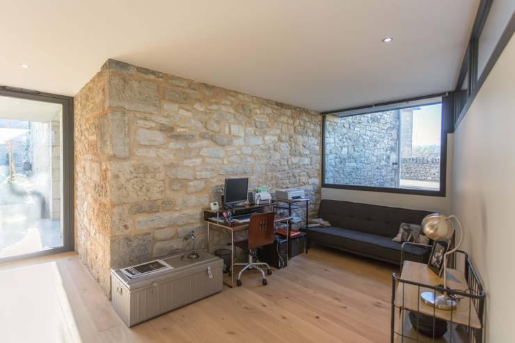 Projekty,  Sypialnia zaprojektowane przez Hugues TOURNIER Architecte