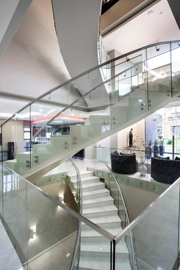 Pasillos y vestíbulos de estilo  por FRANCOIS MARAIS ARCHITECTS, Moderno