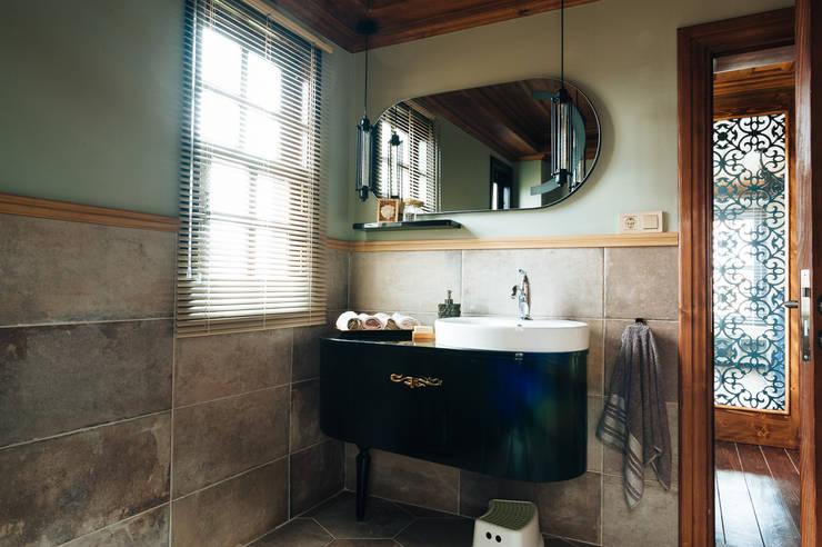 Bathroom by Bilgece Tasarım