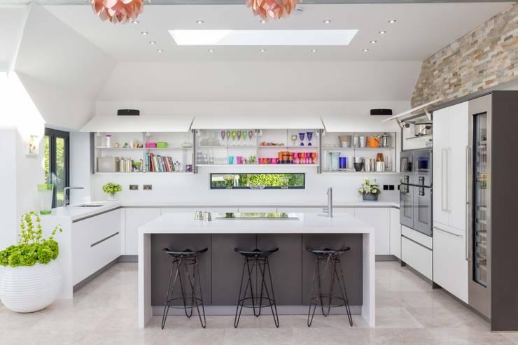 modern Kitchen by Woollards of Mildenhall