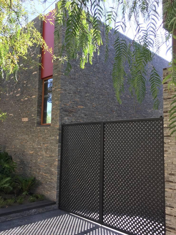 """Ampliación en """"Los Frailes"""": Casas de estilo  por Taller Luis Esquinca"""