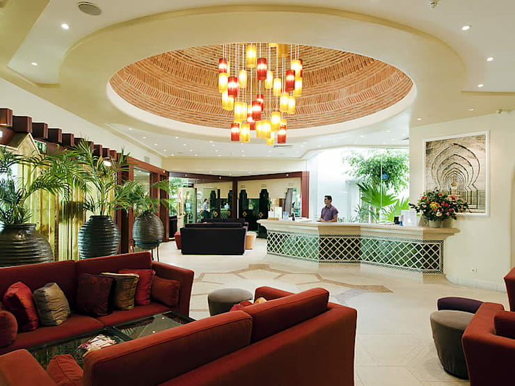 Four Seasons Country Club, Quinta do Lago: Corredor, hall e escadas  por Quinta Style