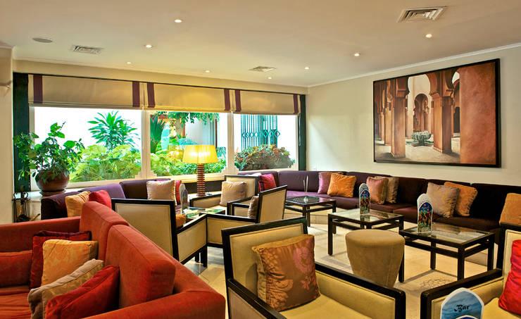 Four Seasons Country Club, Quinta do Lago: Sala de estar  por Quinta Style