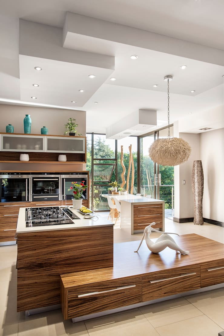 Home on a hill:  Kitchen by FRANCOIS MARAIS ARCHITECTS, Modern