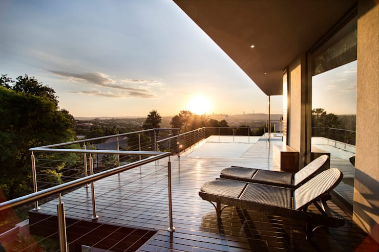 Home on a hill:  Patios by FRANCOIS MARAIS ARCHITECTS, Modern