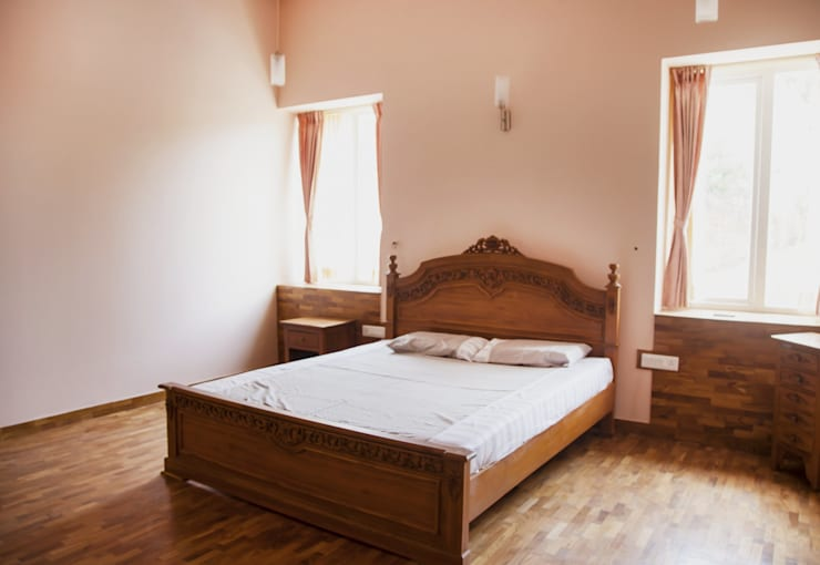 Streamside Homes: modern Bedroom by Vitrag Group