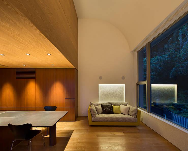 Phòng khách by Atelier Square