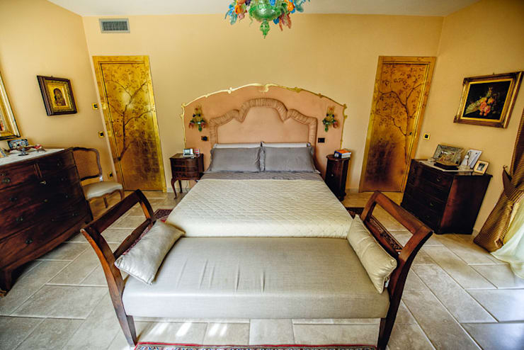 RIPOSARE IN BELLEZZA: Camera da letto in stile  di Studio Prospettiva