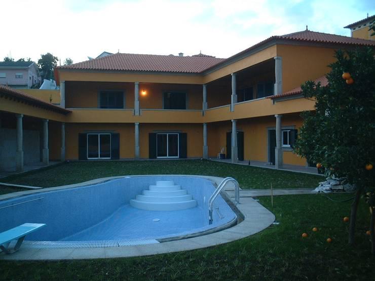 """Vivenda Unifamiliar """"AM"""": Casas  por Traço M - Arquitectura"""