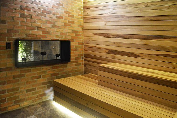 Sauna: Espacios comerciales de estilo  por Acinco estudio ,