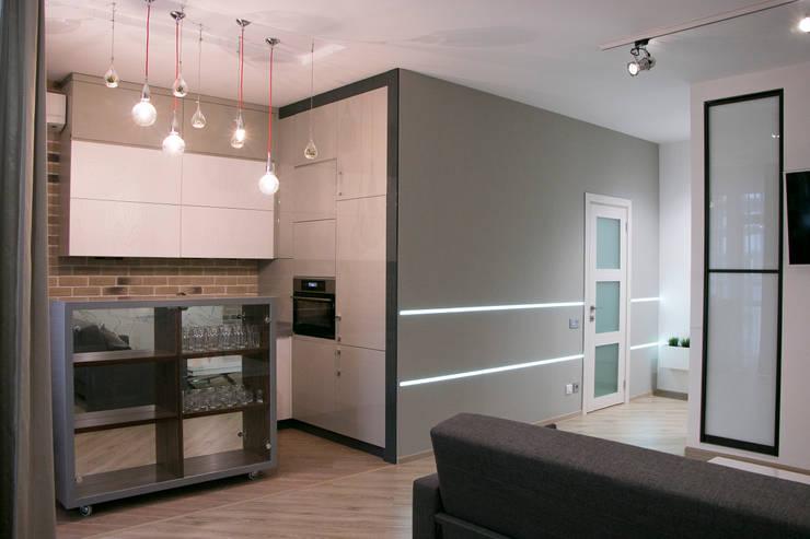 Небольшая квартира-студия в стиле лофт . Зона кухни.: Кухни в . Автор –  Яна Васильева. дизайн-бюро ya.va, Лофт