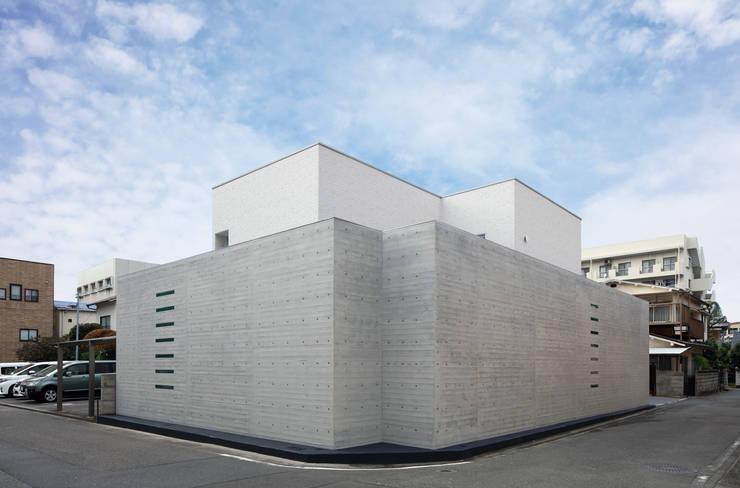 Ventanas de estilo  de 澤村昌彦建築設計事務所,
